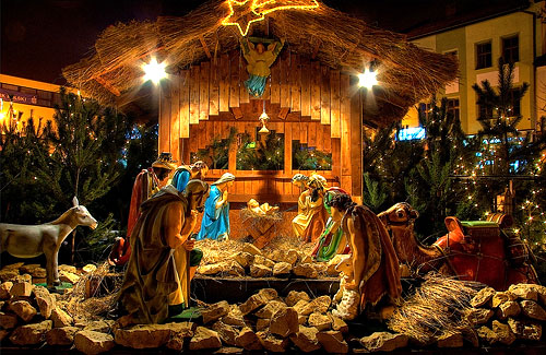 Z okazji nadchodzących Świąt Bożego Narodzenia pragniemy Wam życzyć niezapomnianych chwil spędzonych w pokoju i wzajemnej bliskości. Składamy także serdeczne życzenia: zdrowia, pogody ducha, spełnienia wszystkich marzeń i wielu sukcesów! Sołtys i Rada Sołecka Jankowic